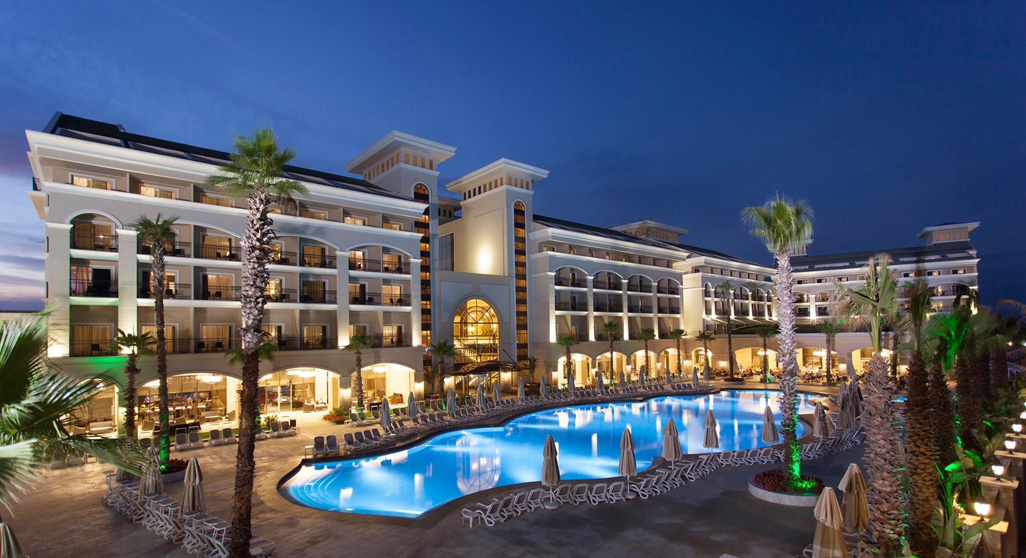На фото отель Alva Donna Exclusive Hotel & Spa 5*
