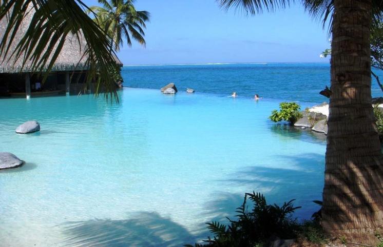 Фото отеля с бассейном