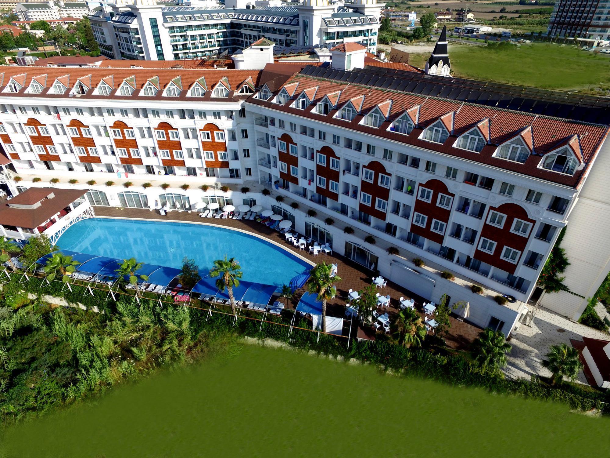 На фото отель PrimaSol Hane Family Resort 4*
