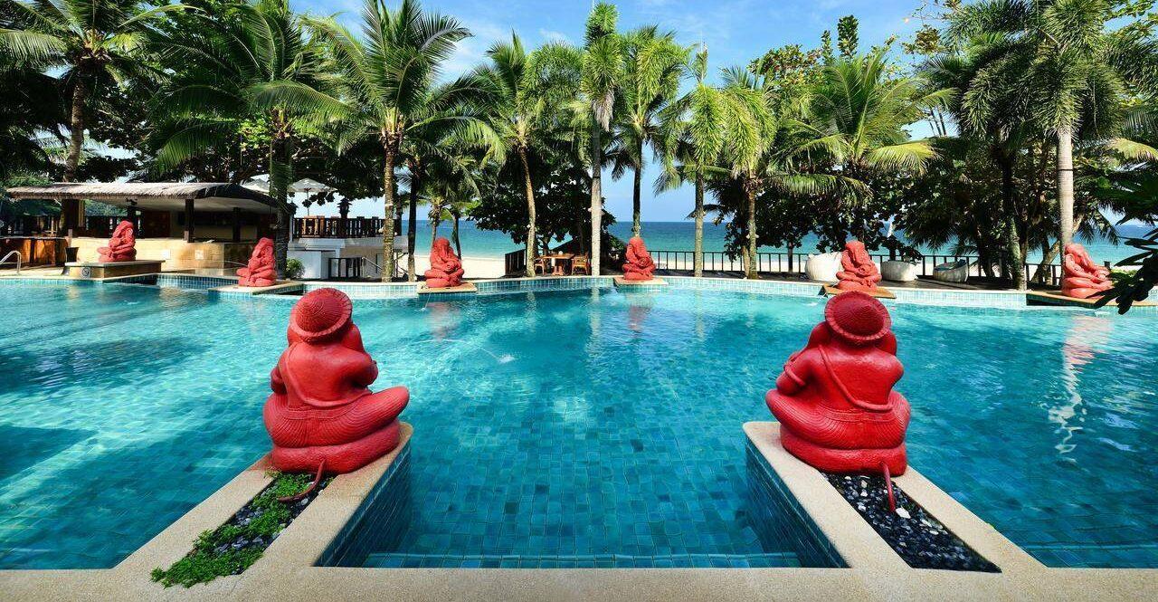 Фото территории отеля Andaman White Beach Resort