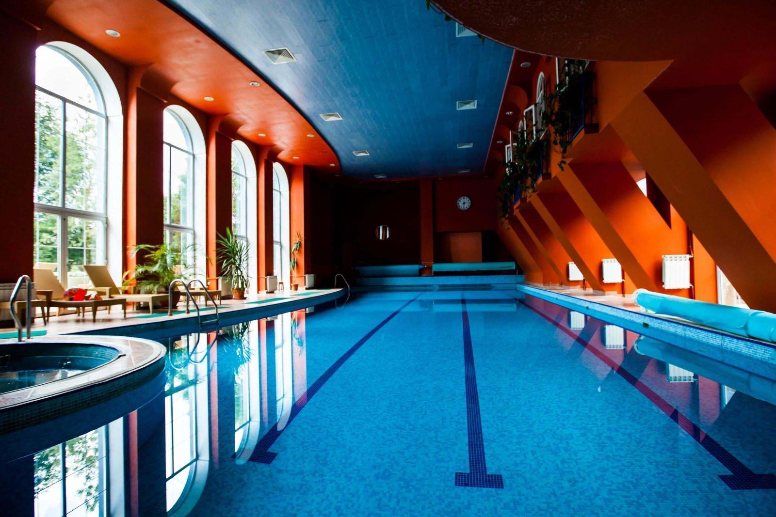 Фото бассейна в подмосковном отеле