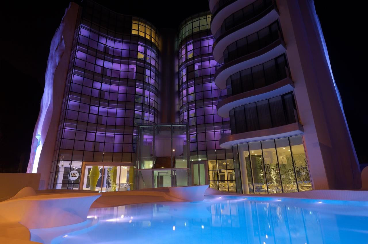 Фото I-Suite Hotel