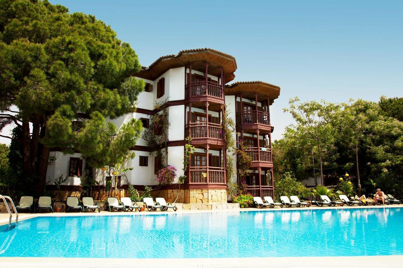 На фото отель Letoonia Golf Resort 5*