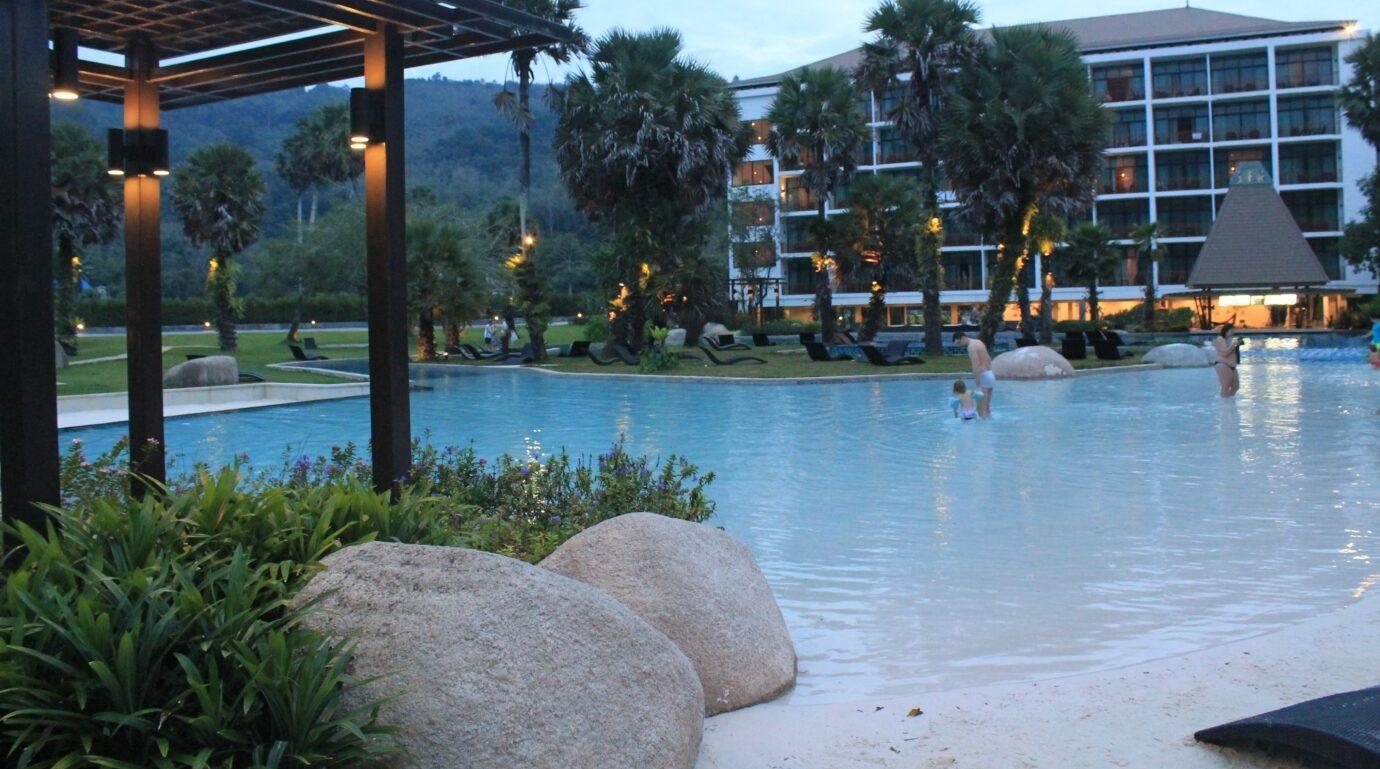 Фото отеля Naithonburi Beach Resort