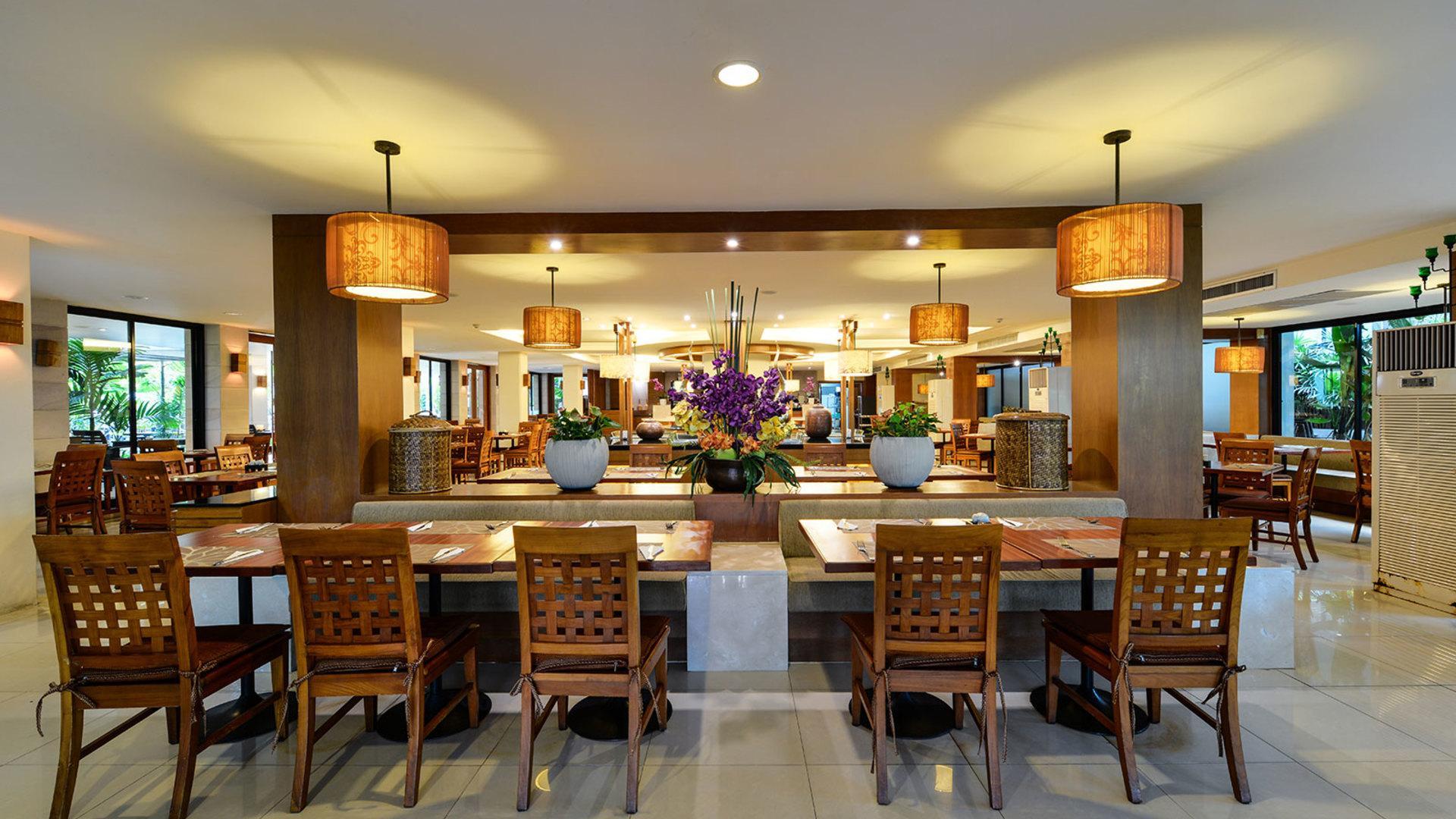 Фото ресторана в Naithonburi Beach Resort