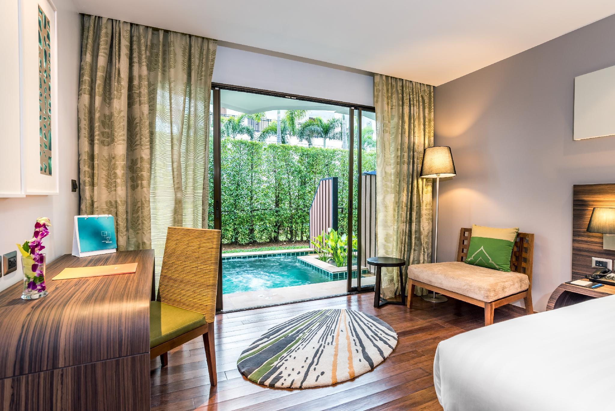 Фото номера в Novotel Phuket Karon Beach Resort And Spa