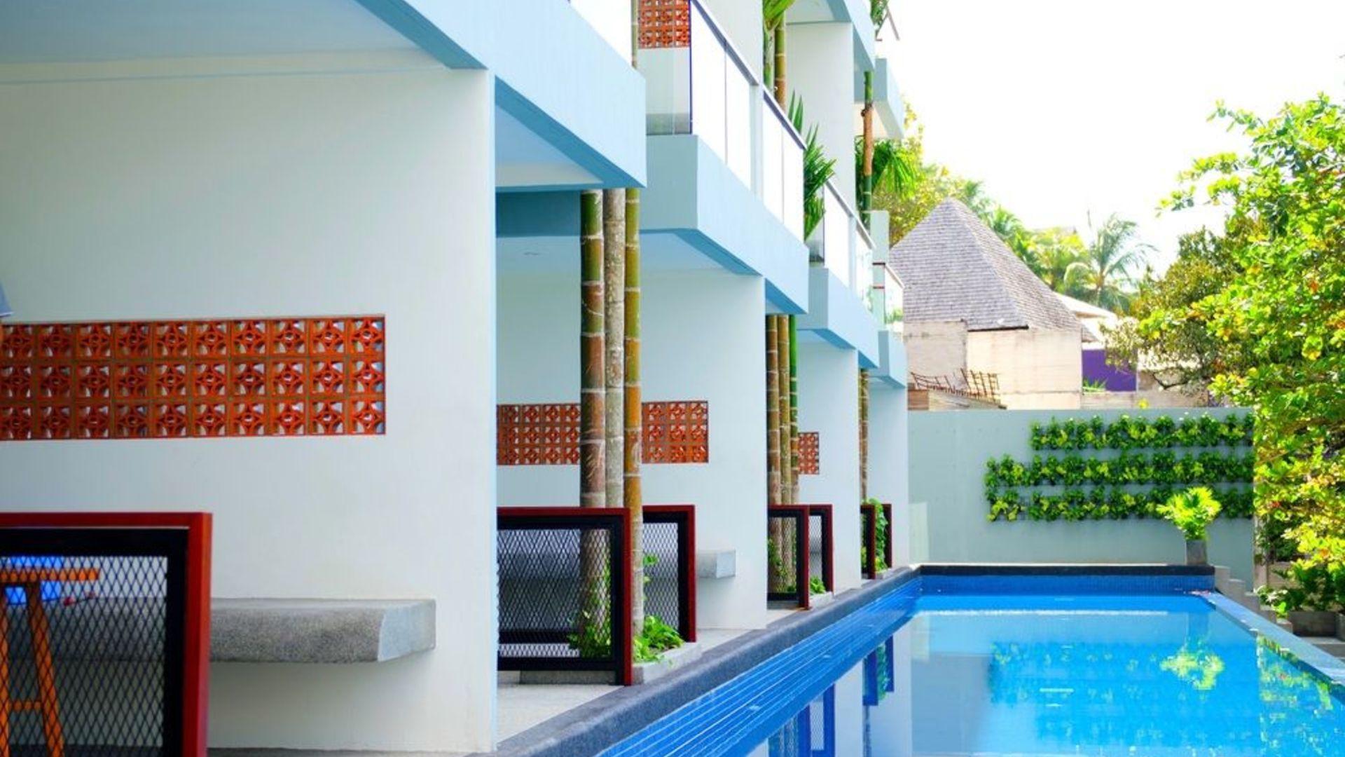 Фото территории Surin Beach Resort